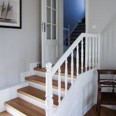 Individuelle Tür und Treppe