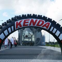 Torbogen Kenda Reifen
