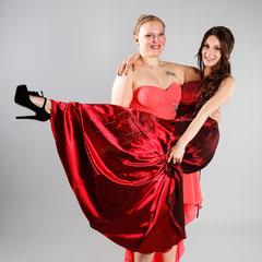 Bilder Abiball Fotostudio beste Freunde Freundinnen rotes Kleid Rheinland-Pfalz