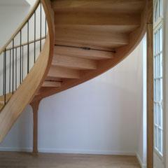 Dessous d'escalier avec tirants de serrage