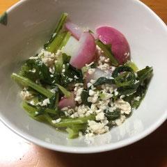 ラディッシュ・小カブ・ひき肉の炒め煮:ラディッシュ、小カブとも葉っぱも刻んで使えます。  braised radish and Japanese turnip with ground pork, you can use the greens as well.