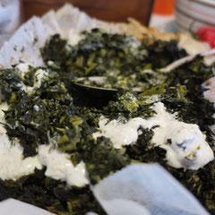 kale with za'atar flavoured yogurt/ケールにザータル風味ヨーグルトをのせて