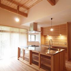杉と漆喰を使った築100年の家のリノベーション