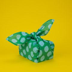 Geschenke nachhaltig verpacken mit Stofftüchern