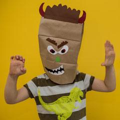 Monstermaske aus Papiertüten