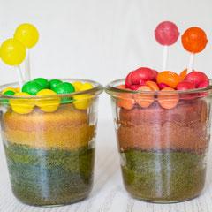 Bunter Kuchen im Glas