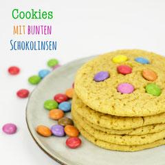 Cookies mit bunten Smarties und Schokolinsen - Rezepte für bunte Kinderparty und Kindergeburtstag