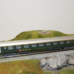 5737 SBB RIC Personenwagen Am grün 1. Klasse mit neuer Beschriftung