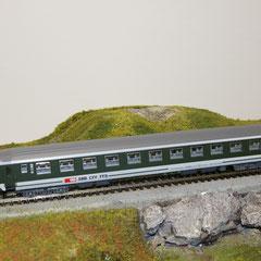 7457 SBB RIC Personenwagen Bpm grün-grau 2. Klasse mit neuer Beschriftung