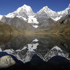 Sicht auf Jirishanea, Jerupaj aklien und groß, Siula