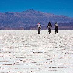 Biketour auf dem Salzsee 6450 m