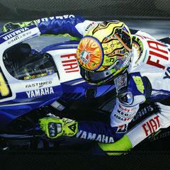 Dipinto ad aerografo di Valentino Rossi su fibra di carbonio by John Dillon
