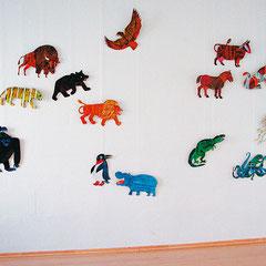 Ausgeschnittene Tierfiguren auf Pappe (2. Raum) LesArt