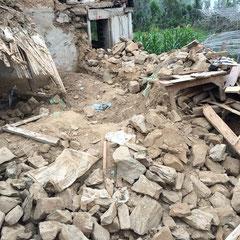 Durga's und Toya's Wohnhaus ist zerstört