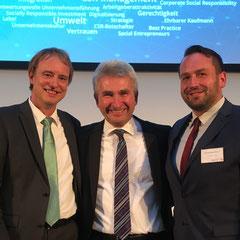Prof. Dr. Peter Letmathe und Matthias Schinner im Gespräch mit Wirtschaftsminister Prof. Dr. Andreas Pinkwart