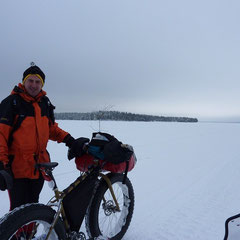 Fat-Bike in Norvajärvi lake.