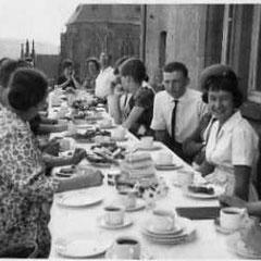 In den 50er Jahren auf dem Balkon