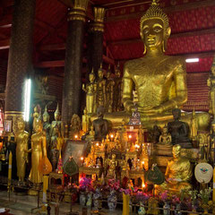 Laos, Luang Prabang: the interior of Wat Mai