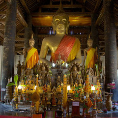 Laos, Luang Prabang: the interior of Wat Visounnarath
