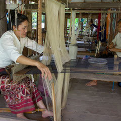 Laos, Luang Prabang: weavers at Ock Pop Tok textile 'factory'