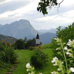 Antoniuskapelle im Kaisertal mit Blick zum Pendling