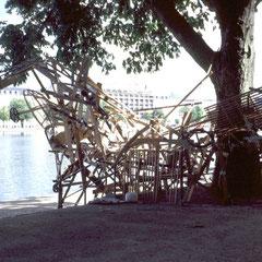 """""""Retour – Skulptur"""" Skulpturprojekt aus Abfallholz, öffentlicher Workshop, Umweltfestival Kopenhagen 2004"""