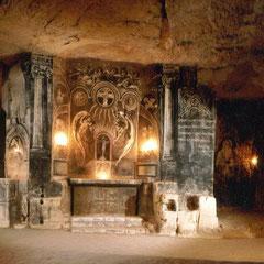 Romantische kapel in de Fluweelen grot uit de tijd van Napoleon