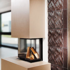 Val Gardena dunkelbraun, Ofenwandgestaltung; Beate Seckauer, Neuzeughammer Keramik OG