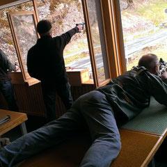 Pistolenschützen und Gewehrschützen gemeinsam