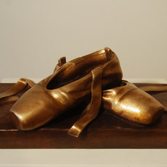 Le scarpette- fusione di bronzo cm 40x20h18