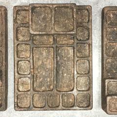 Tres ejemplares de Yupana (ábaco de la civilización Inca)