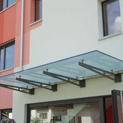 Vordach mit Punkt-Glashalter