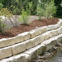 Natursteinmauer aus Jura-Mauerblöcke