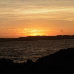 und geniessen den Sonnenuntergang