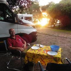 Warten auf die Spagetti - Camping am Chobe River