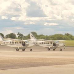 mit dem Flugzeug fliegen wir über da Okavango Delta