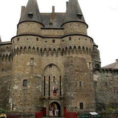 Châteaux nombreux de la Bretagne historique (ici, Vitré)