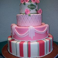 pastel con rosas xv años