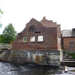 Разрушенная плотина в пос. Мельничные Ручьи
