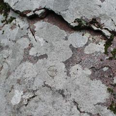 Крест, выбитый на камне