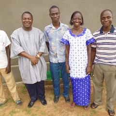 Schuldirektor 1. von rechts, Dr. Issa Ouedraogo 4. von rechts 3 neue Lehrkräfte