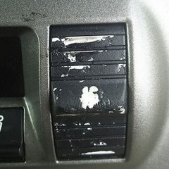 エアコンのスイッチもべたついてマークが消えかかっていました