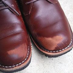 つま先が擦れてしまった靴