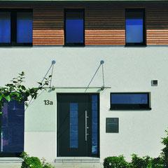 Überdachungen und Vordächer aus Holz, Glas und Aluminium