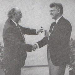 Juni 1984: Der Leiter der Aufbaurealschule, Paul Bahnschulte, wird von seinem Nachfolger Bernhard Hohmann verabschiedet.