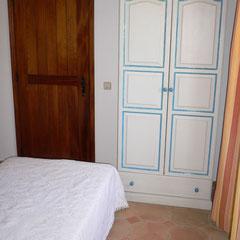 beide Schlafzimmer mit je einem Schrank