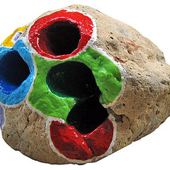 """""""porta penne"""" acrilici su sasso poroso raccolto in riva al mare ad inizio estate cm10x6,5"""