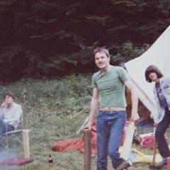 in der Mitte: Heinz Strunk, rechts: Michael Teixeira