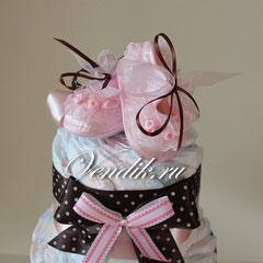 """Торт из памперсов """"Кружевные пинетки"""" Шоколад. """" . Подарок новорожденной девочке."""