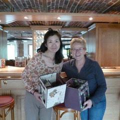 yukiko et martine à la maison pose repos et photos merci à yukiko de sa visite